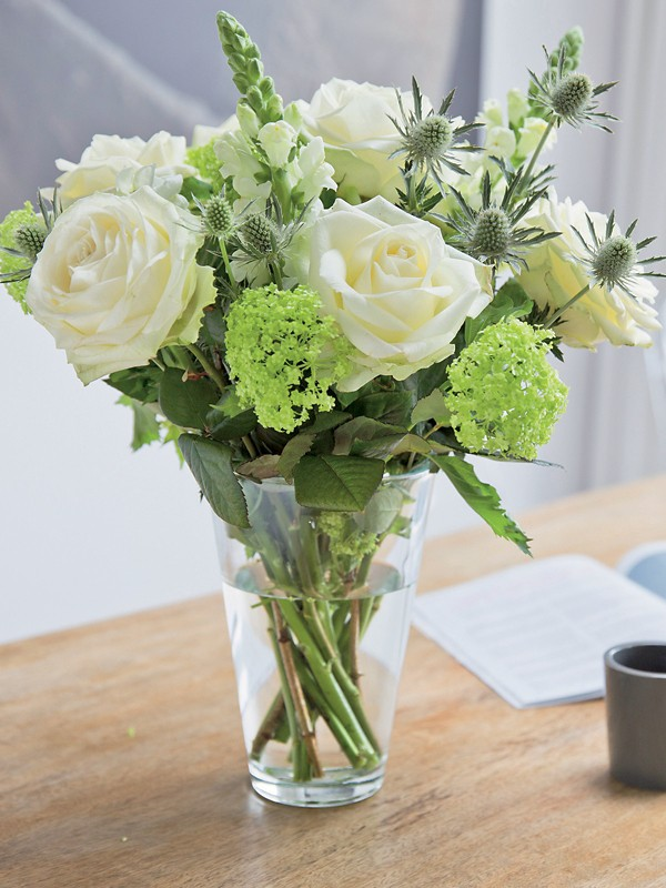 Bunchmakers Frischer Blumenstrauß mit weißen un...