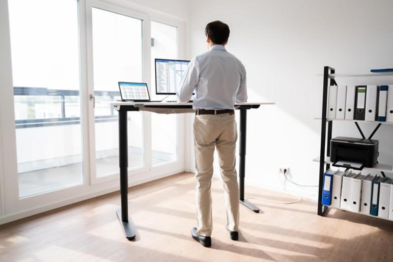 Ergonomisches Arbeiten am Steh-Schreibtisch