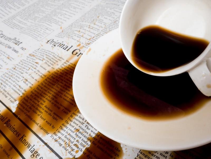 Zerstörung von Dokumenten durch das Verschütten von Kaffee