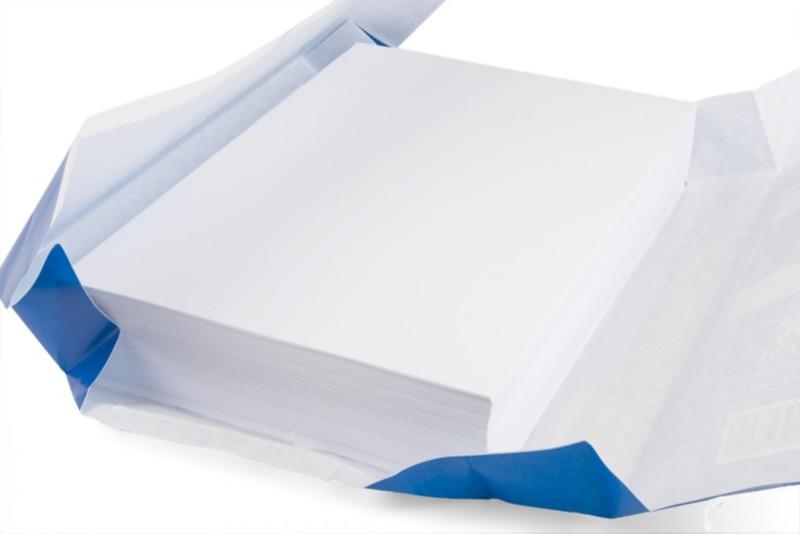 geöffnete Packung mit Druckerpapier