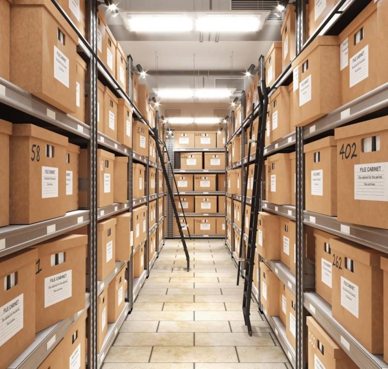 Raum voller Archivboxen