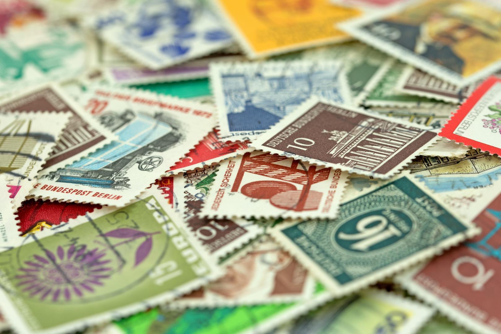 Vielfältige Briefmarken